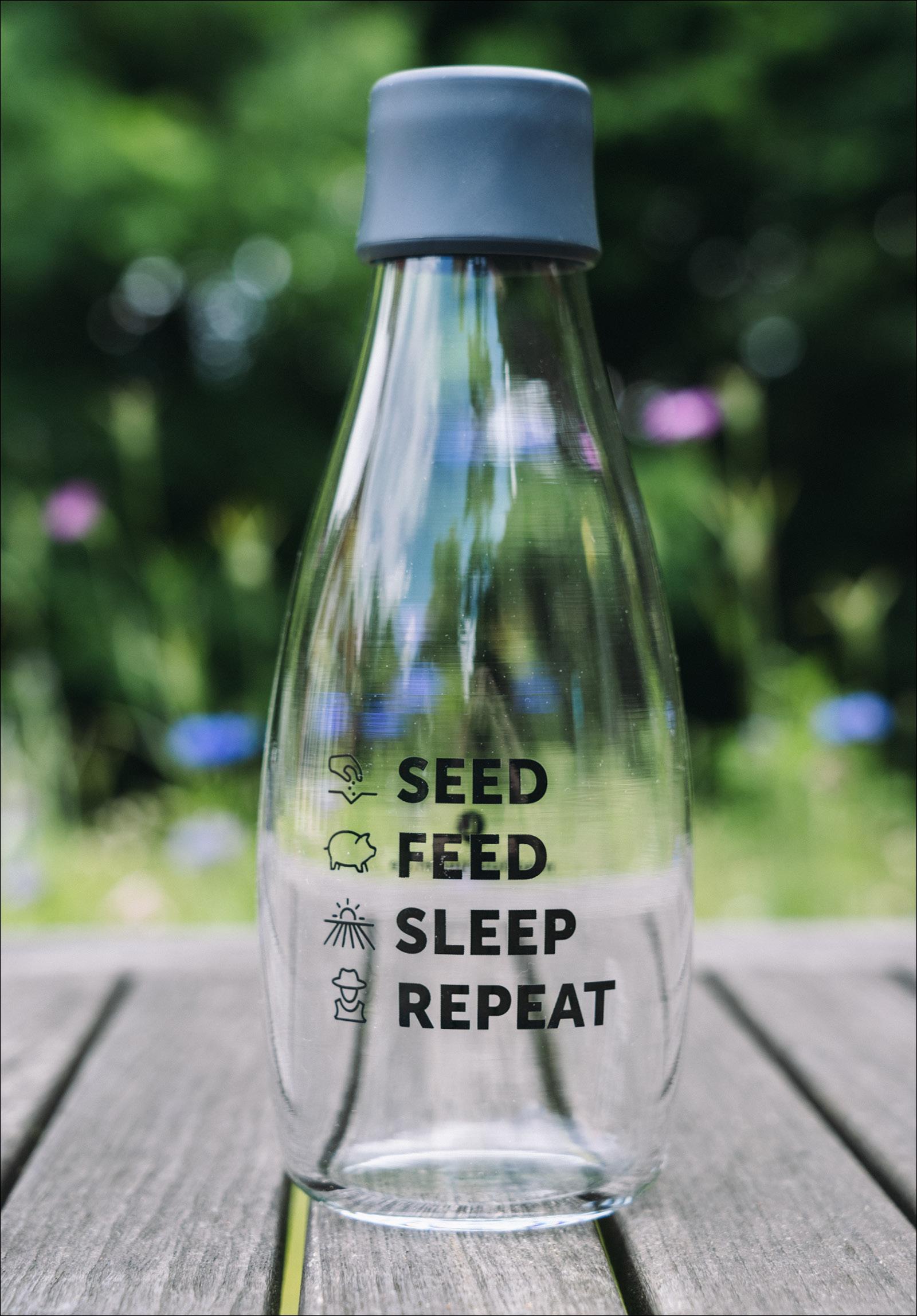 "Glasflasche ""Seed. Feed. Sleep. Repeat""   Deckel: grau"